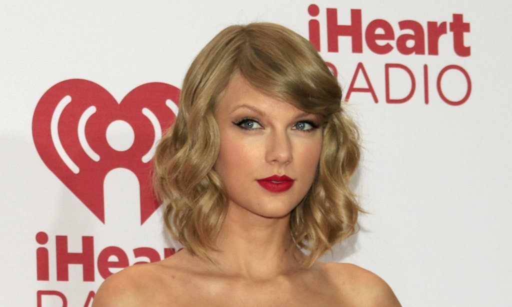 Taylor Swift rocked red lipstick