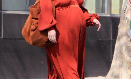 celebs pregnant in heels