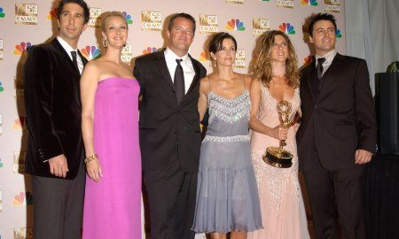 Friends Stars David Schwimmer (Left), Lisa Kudrow, Matthew Perry, Courtney Cox Arquette, Jennifer Aniston & Matt Leblanc
