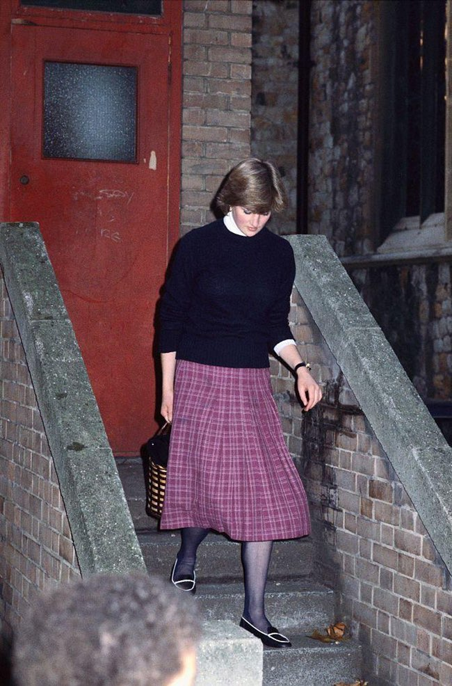 princess diana stepping out
