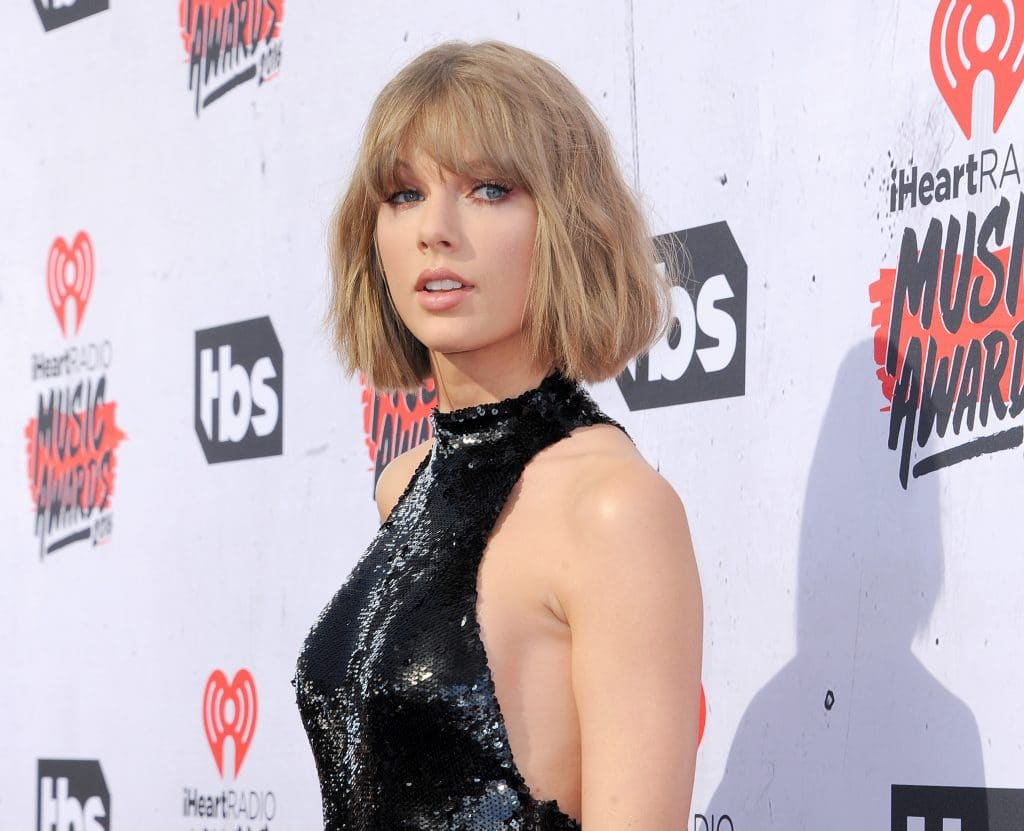 Taylor Swift 2016 Iheartradio Music Awards